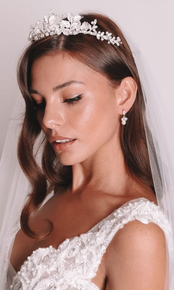 Vinka Design Bridal Accessories - Bridal earrings - Aria - available from Vinka Design Auckland bridal store. Simple pearl drop earrings worn with headpiece and veil