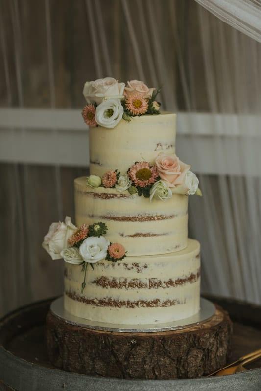 Real Weddings | Vinka Design | Real Brides Wearing Vinka Gowns | Briar and Corey wedding cake