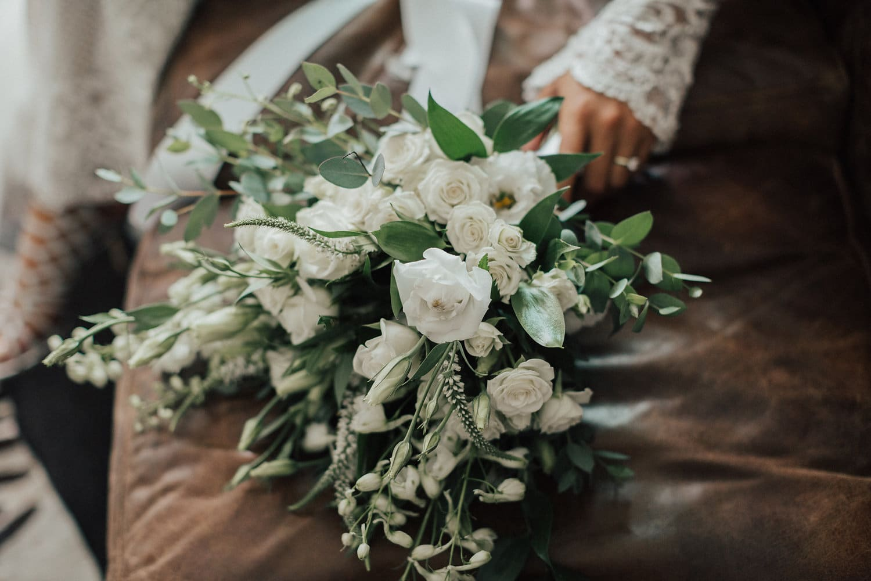 Real Weddings | Vinka Design | Real Brides Wearing Vinka Gowns | Nicole and Hayden - flower bouqueta