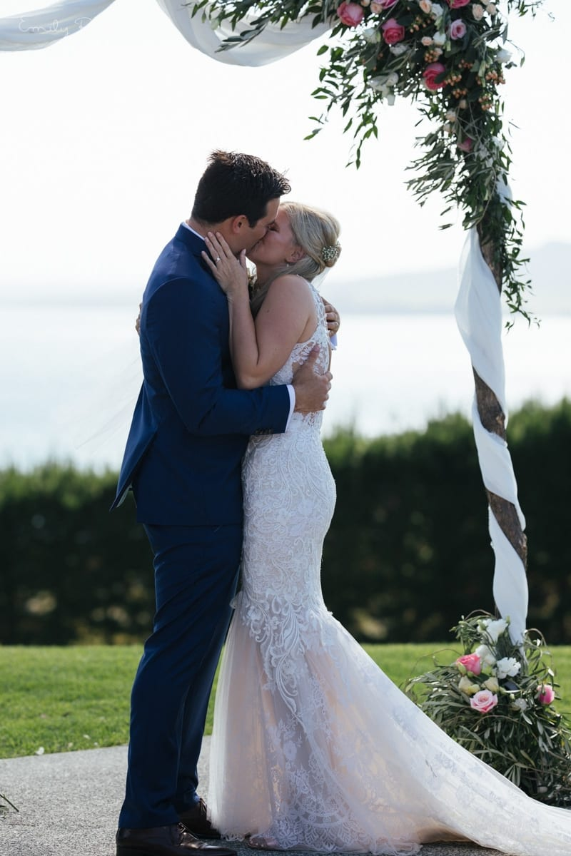 Real Weddings | Vinka Design | Real Brides Wearing Vinka Gowns | Kate and Graeme just married kissing