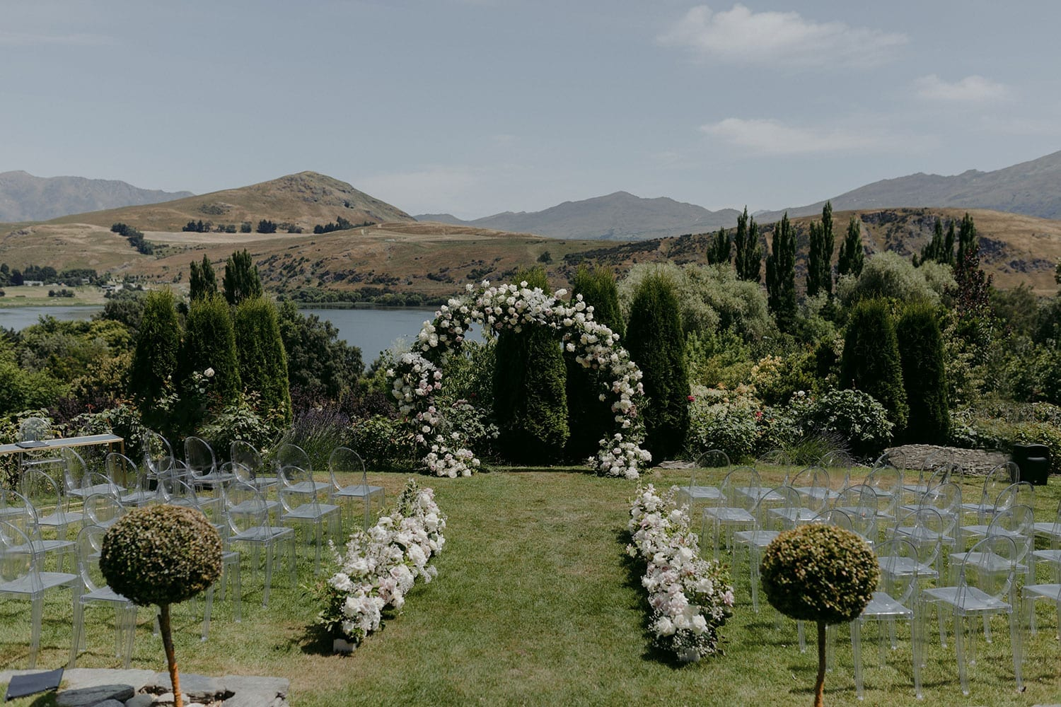 Vinka Design Features Real Weddings - Stoneridge Lake Hayes ceremony set up