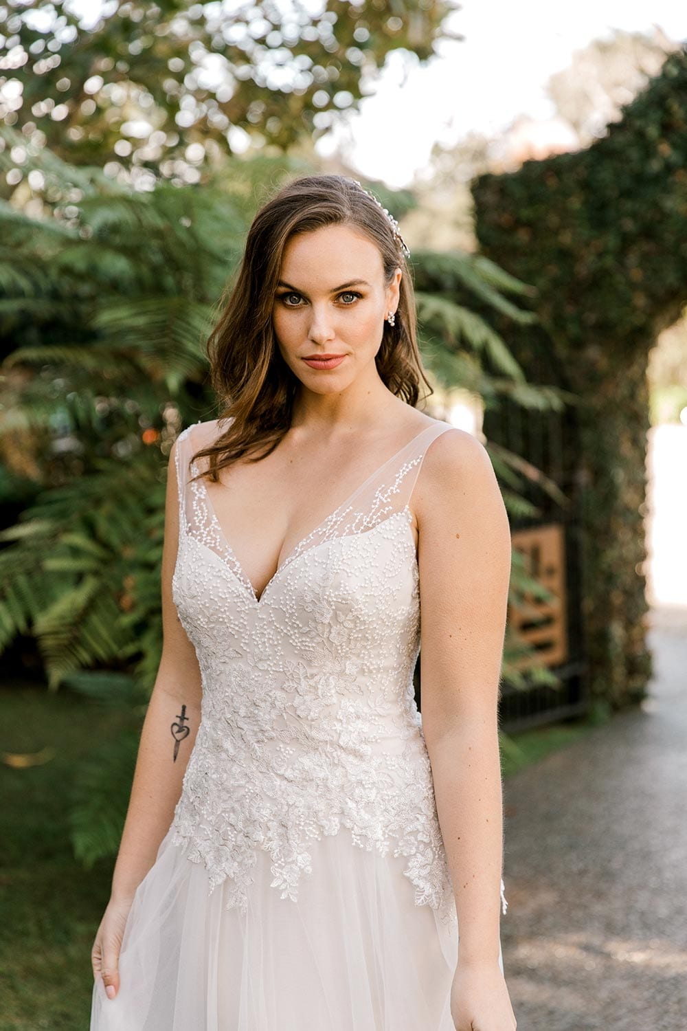 Hazel Wedding Dress from Vinka Design. Wedding dress with highly-sculptured bodice down to the hipline, at which point it gently flares into a beautiful and dreamy tulle skirt and train. Beautiful and delicate embroidery. Top half of dress with bodice detail.