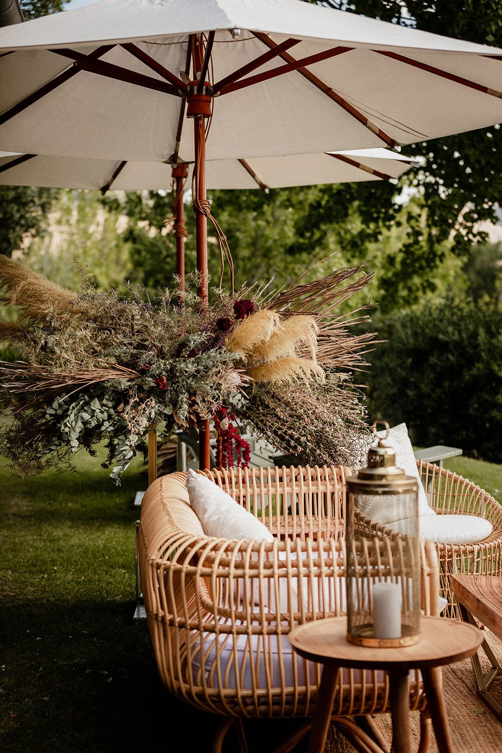 Emore and Hamish - Rusitc outdoor seat and garland